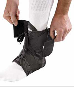 Фиксаторы, бандажи - Лодыжка, Mueller Soft Ankle Brace w/Ultra Straps, Мир-Спорт - спортивная медицина, ортопедия